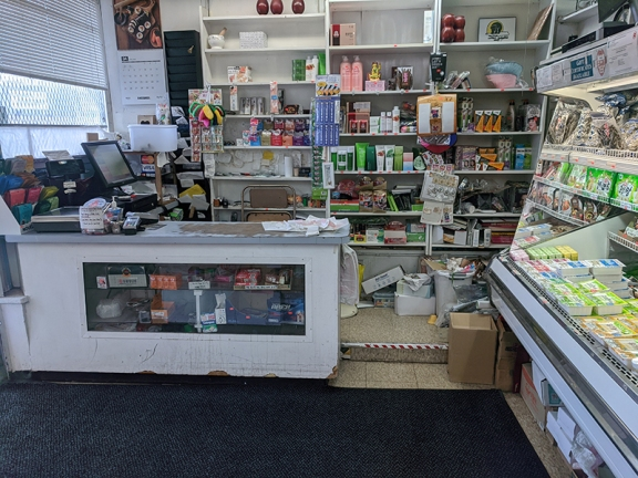 Kim's, Cashier
