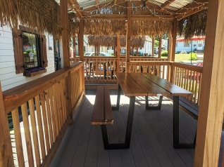 El Cubano, Outdoor covered seating