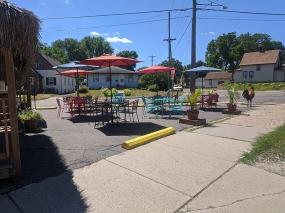 El Cubano, Streetside seating