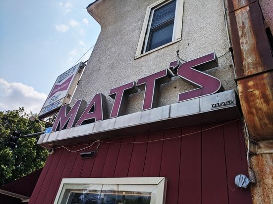 Matt's Bar, Art!
