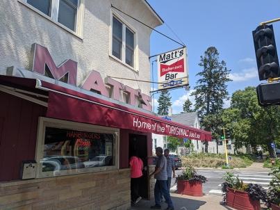 Matt's Bar, Entrance