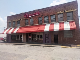Arthur Bryant's, From the front