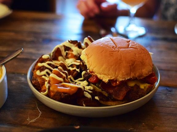 Estelle, Bacon Cheeseburger