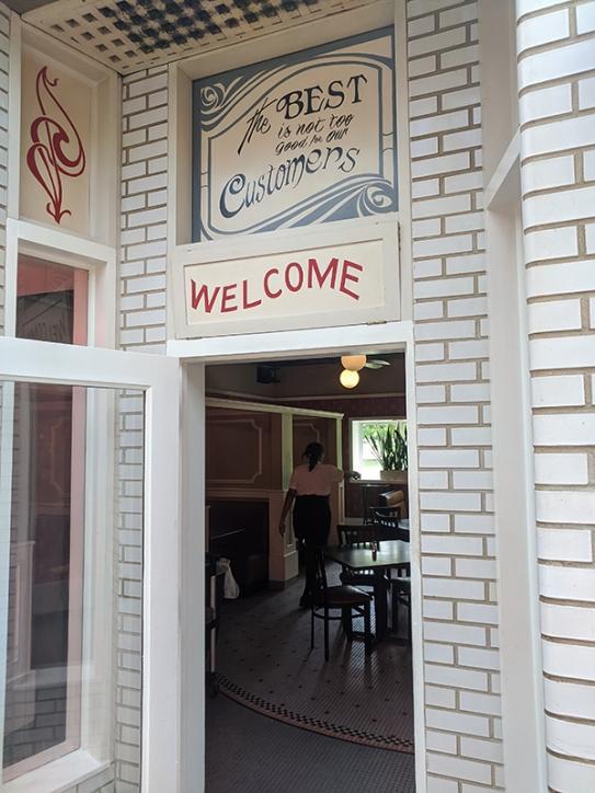 Gates Bar-B-Q, A dining room