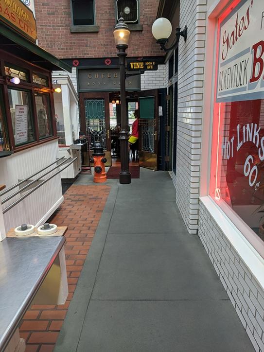 Gates Bar-B-Q, Interior