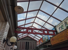Gates Bar-B-Q, Lobby ceiling