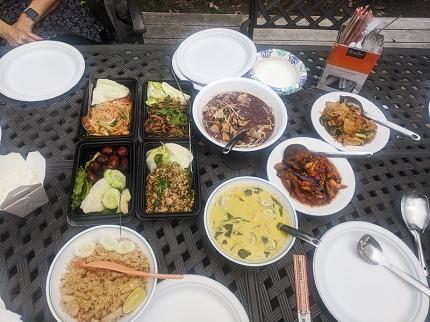 Krungthep Thai, Lunch