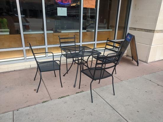 Strings Ramen, Sidewalk Seating