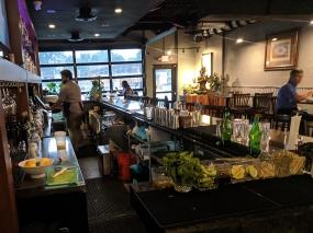 Waldo Thai, Bar