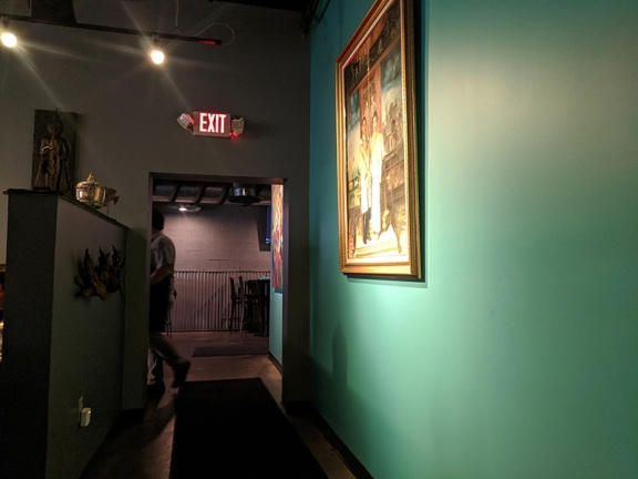 Waldo Thai, Dining room to bar