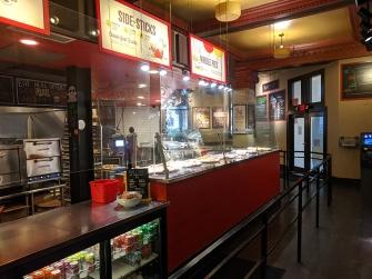 Ian's Pizza, Interior