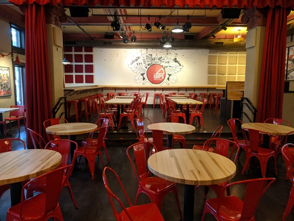 Ian's Pizza, Main dining room
