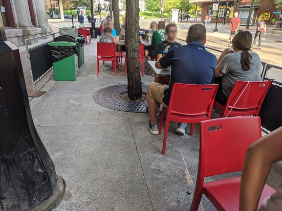Ian's Pizza, Outdoor diners