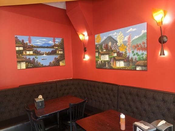 Mañana, Small dining room by entryway