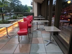 Red, Outdoor seating