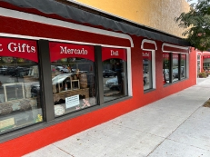 El Burrito Mercado, Exterior2